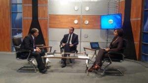 Servio Tulio Castaños Guzmán en la entrevista con Huchi Lora y Amelia Deschamps.