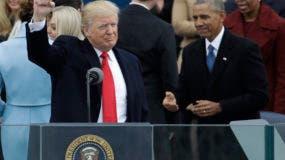 """A las 12.00 en punto hora local (17.00 GMT), Trump proclamó el juramento con el que se compromete a """"preservar, proteger y defender la Constitución de Estados Unidos""""."""