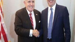 Luis  Abinader a su llegada a recepción ofrecida por Rudolph Giuliani.