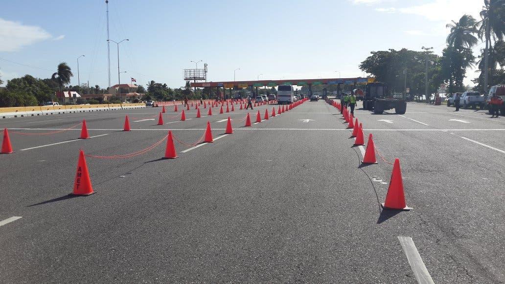 Autoridades instalan conos en Peaje Las Américas para agilizar tránsito