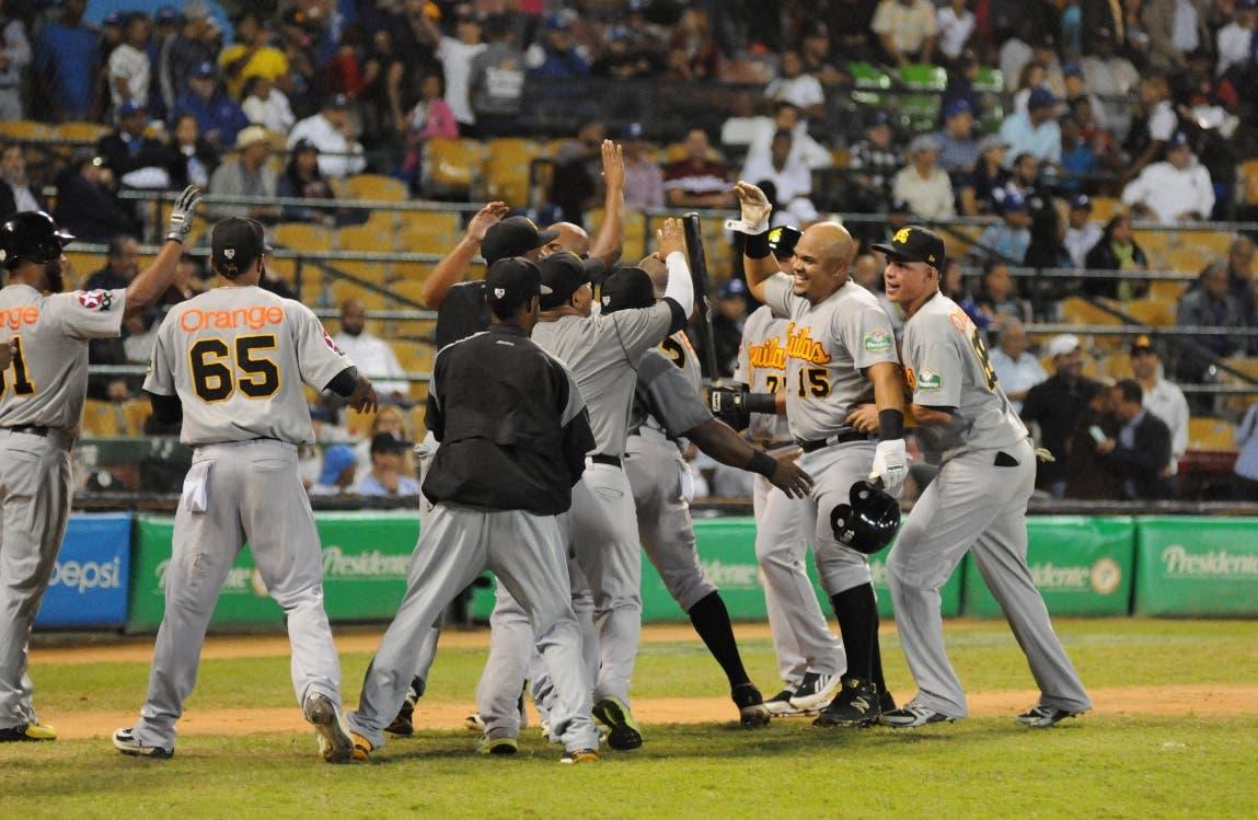 Águilas vencen Tigres y avanzan a la final del béisbol dominicano