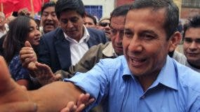 Peru's presidential candidate Ollanta Humala of the political party Gana Peru, right, greets supporters as he arrives to the headquarters of Peru's main workers' union in Lima, Peru, Thursday, May 19, 2011. Humala will face Keiko Fujimori, daughter of former Peru's President Alberto Fujimori, in a presidential runoff next June 5. (AP Photo/Martin Mejia)