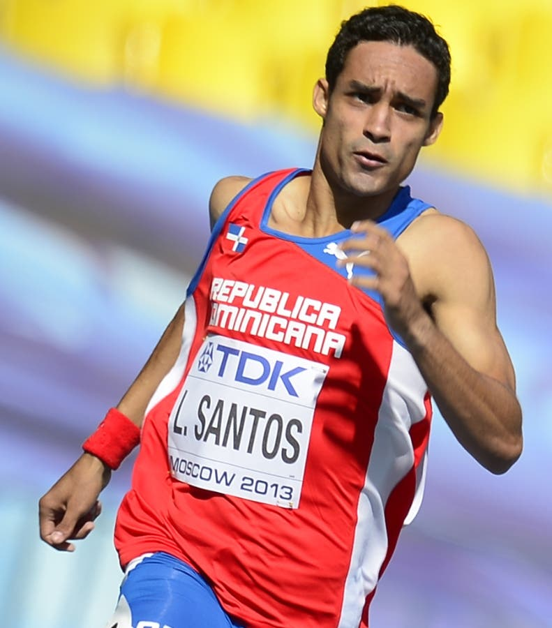 Dominican Republic's Luguelin Santos runs during the men's 400 metres event at the 2013 IAAF World Championships at the Luzhniki stadium in Moscow on August 11, 2013.  AFP PHOTO / OLIVIER MORIN