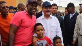 Tras reunión el presidente Danilo Medina se acercó a munícipes Fuente externa