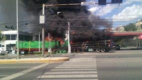 Una patana perdió los frenos y chocó con un camión en la estación de combustible. Foto: @informativosTA.