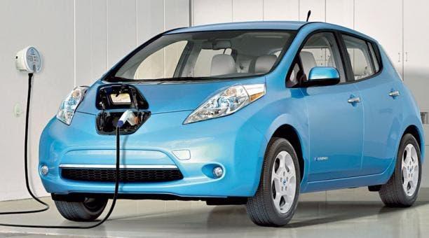 Los coches eléctricos, una seria amenaza para las compañías petroleras