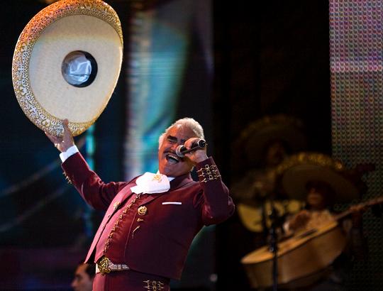Vicente Fernández estaba pendiente del Grammy