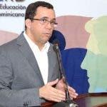 Andrés Navarro mientras encabezaba el encuentro.