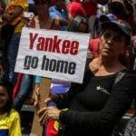 Seguidores de Nicolás Maduro se manifestaron ayer en Venezuela en repudio a los intentos de la OEA de sancionar a ese gobierno.