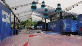 Poco a poco se monta la alfombra de Premios Soberano que cada año entrega la Asociación de Cronistas de Arte y Cervecería Nacional Dominicana.