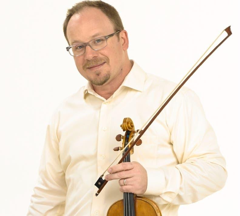 El violinista Michael Dabroski, creador de este festival.