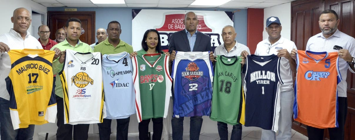 Equipos presentan uniformes básket Distrito Nacional