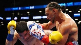 NEW YORK, NY - MARCH 04: Keith Thurman punches Danny Garcia during their WBA/WBC Welterweight unification Championship bout at the Barclays Center in Brooklyn, New York on March 4, 2017 in New York City.   Al Bello/Getty Images/AFP / AFP / GETTY IMAGES NORTH AMERICA / AL BELLO