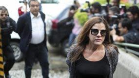 Mónica Moura al momento de ser arrestada junto a su esposo y socio Joao Santana, en Brasil.