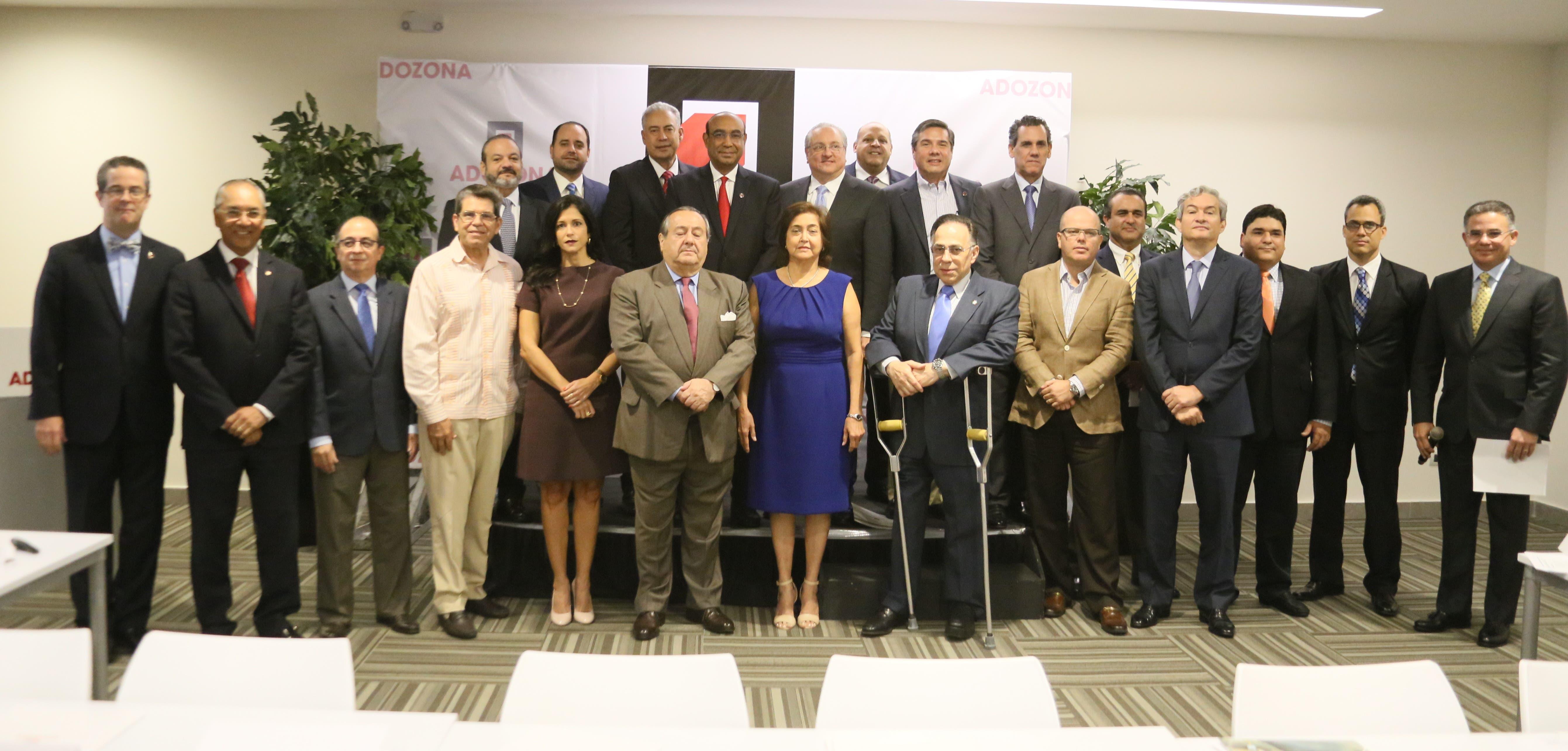 La junta directiva de ADOZONA fue juramentada por el presidente del Consejo Nacional de la Empresa Privada (CONEP), Pedro Brache.