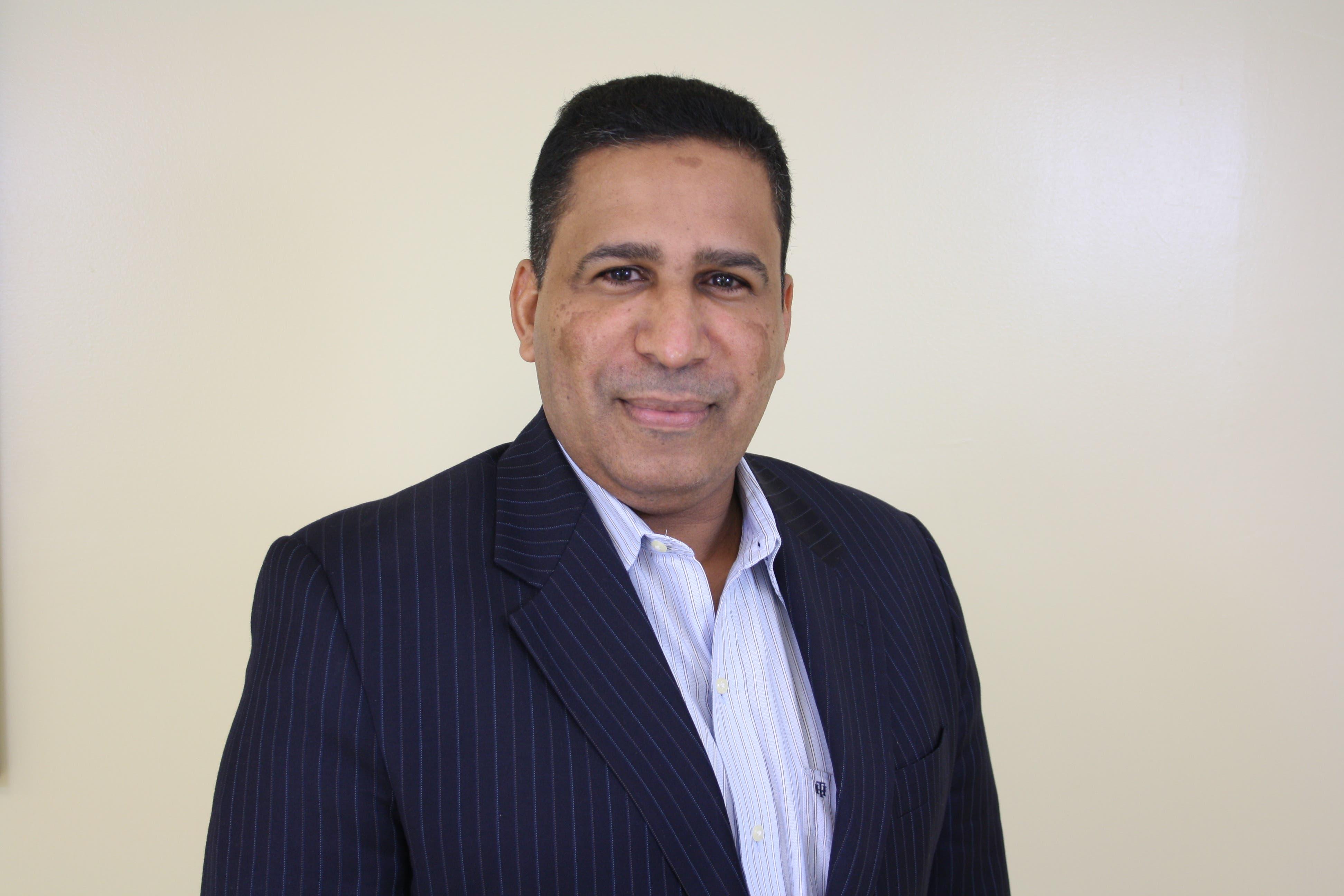 El doctor Gustavo Rodríguez Blanco, coordinador de la unidad de cirugía laparoscópica y bariátrica del Hospital Traumatológico Ney Arias Lora.