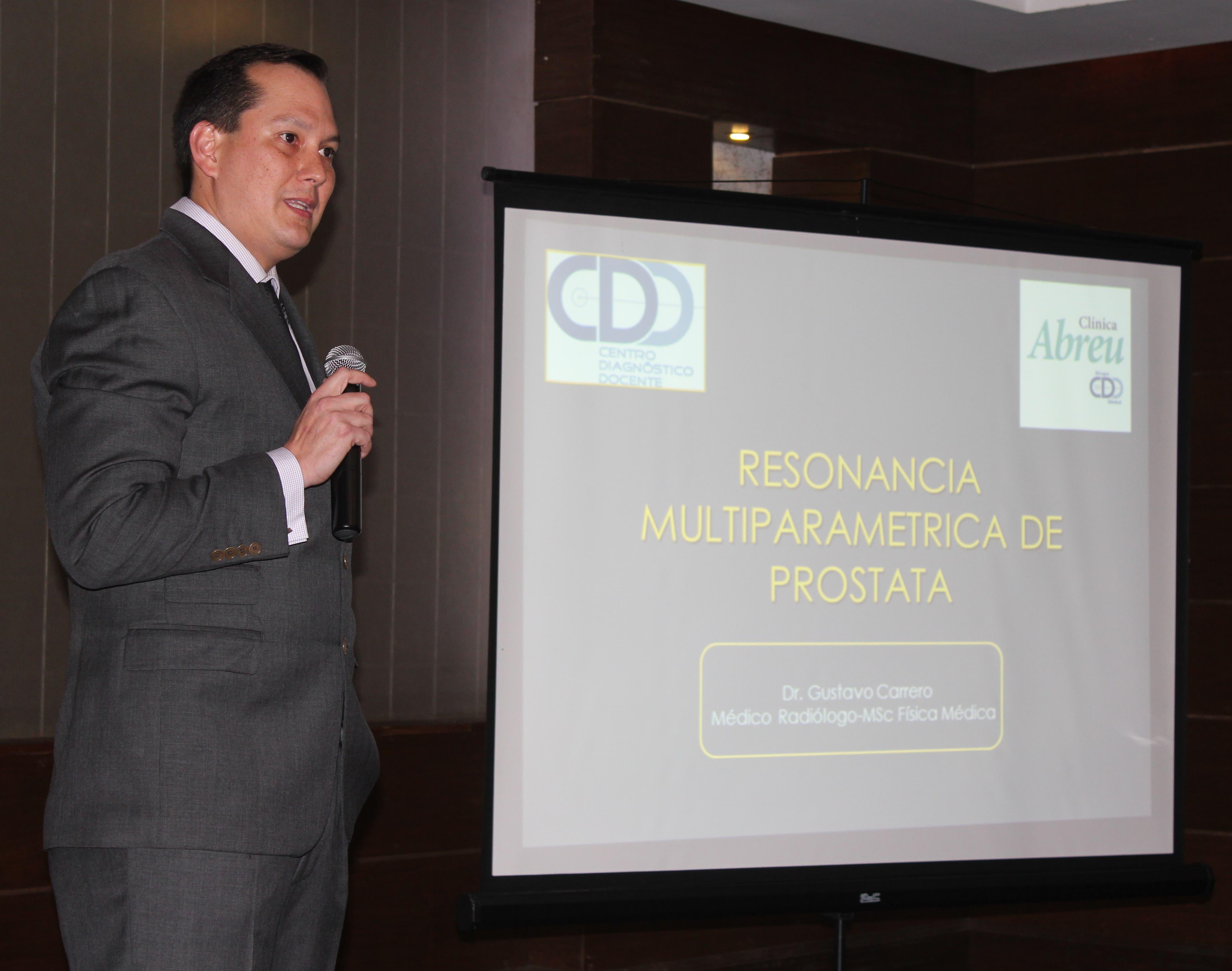 Gustavo Carrero es radiólogo en el CDD Las Mercedes en Venezuela con especialidad del Hospital Universitario de Caracas, con formación y entrenamiento en Londres y Montreal.