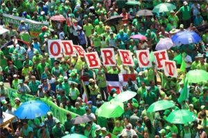 Los manifestantes reclamaban castigo para los implicados en el caso Odebrecht. Foto: Elieser Tapia/El Día.