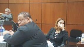 El abogado Enrique Troncoso y la jueza suspendida Awilda Reyes Beltré.