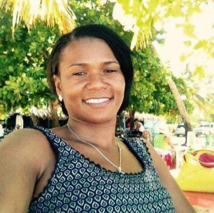 Jaqueline de la Cruz murió anoche de un disparo de manos de delincuentes en Villa Consuelo.