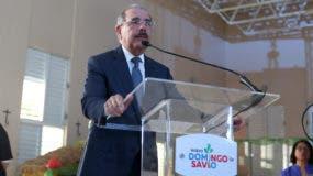 El presidente Danilo Medina mientras se dirigía a personas residentes en La Ciénaga y Los Guandules.