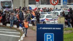 Los pasajeros fueron evacuados del aeropuerto. EFE