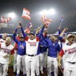 Miembros del equipo de Puerto Rico celebran su victoria.