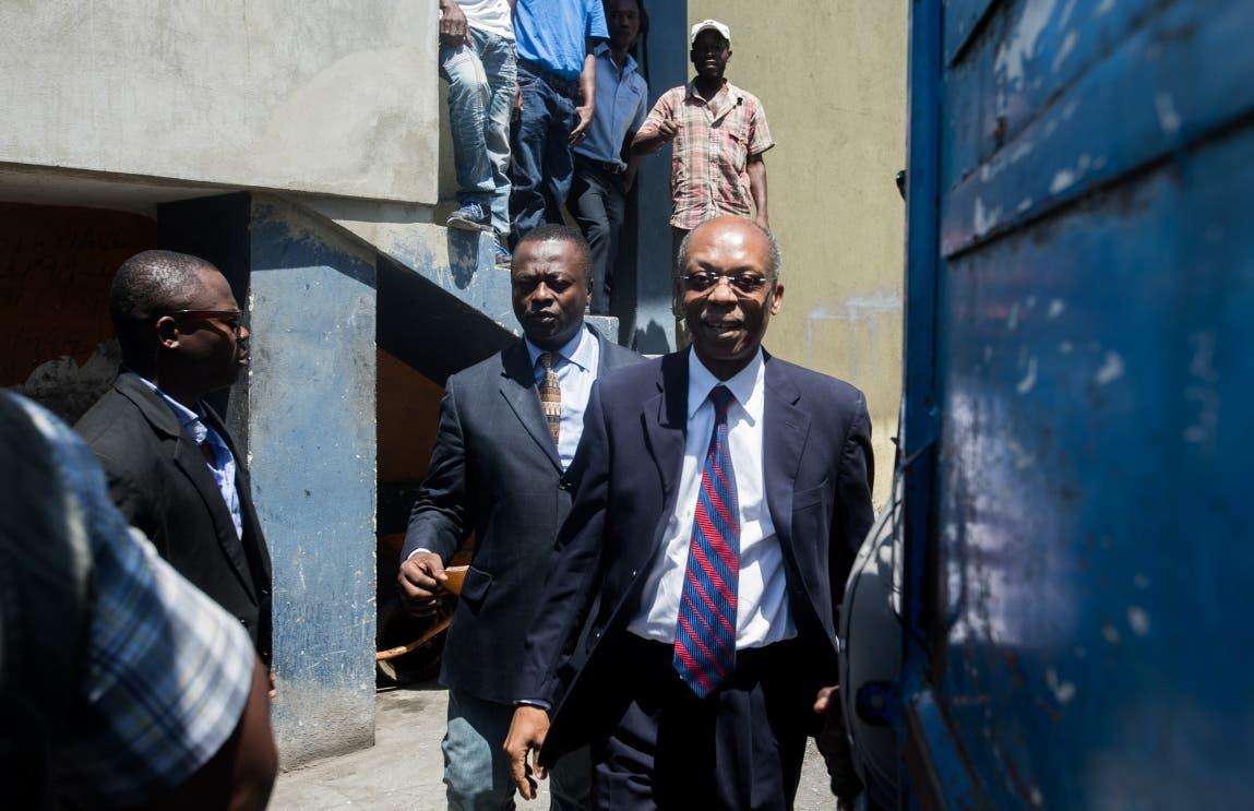 Disparan contra el vehículo del expresidente Jean-Bertrand Aristide en Haití