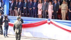 presidente-danilo-medinaal-momento-de-conceder-el-permiso-para-inicio-desfile-civico-militar