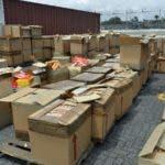 Parte de las mercancías incautadas por autoridades aduanales.