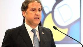 La APAP inició el  acto honrando la memoria del fallecido director de El DÍA Rafael Molina Morillo.