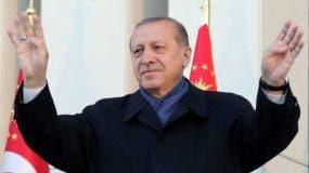 Recep Tayyip Erdogan  con miles de seguidores en Ankara.