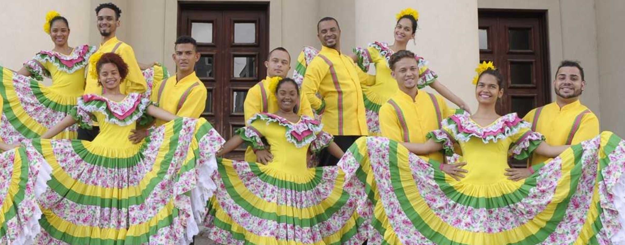 Algunos de los integrantes del Teatro Orquestal Dominicano, compuesto por jóvenes con discapacidad, quienes ha conseguido aprender a bailar, cantar y tocar.