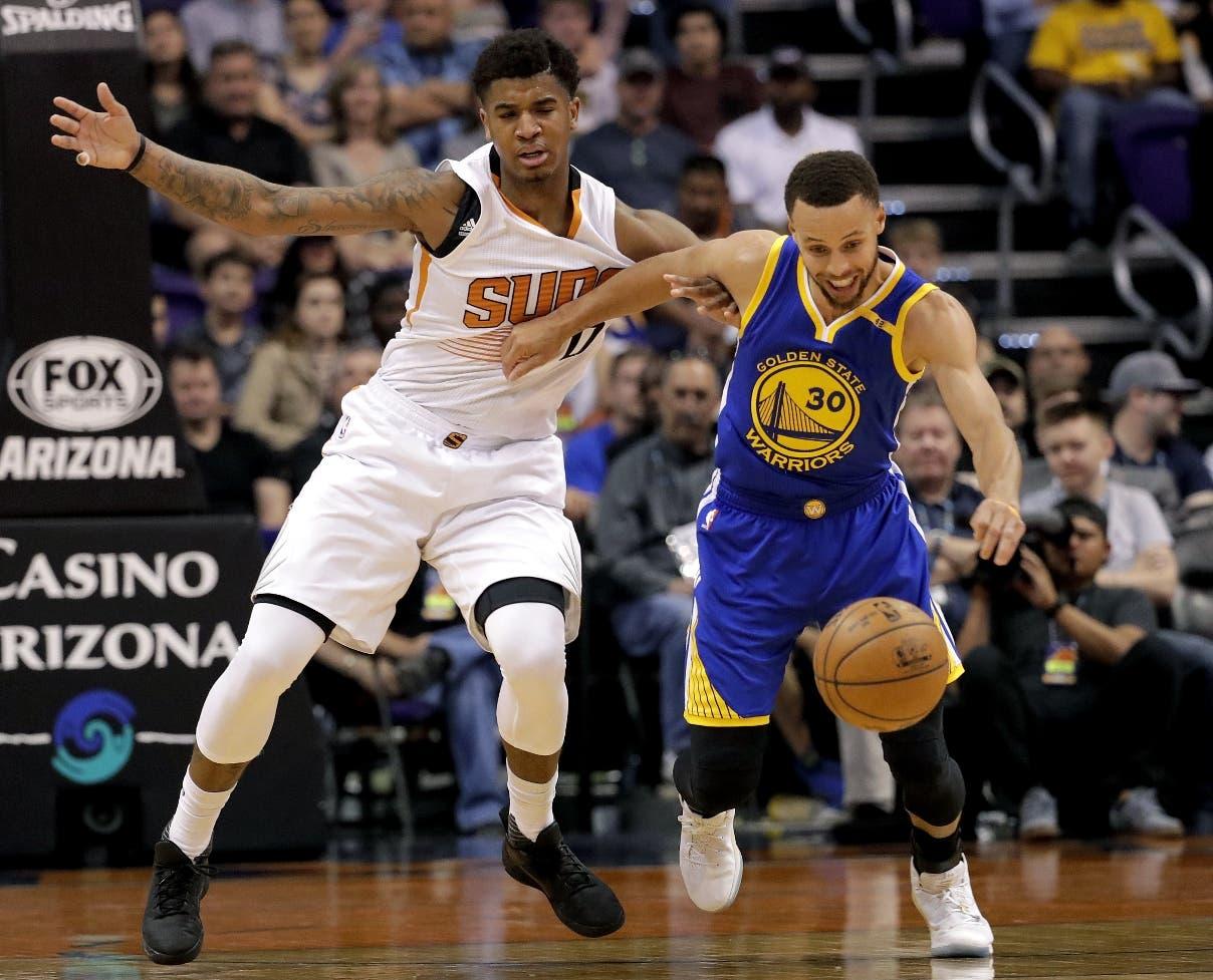 Stephen Curry, de Golden State Warriors, tiene asegurado su quinto título consecutivo en  triples.