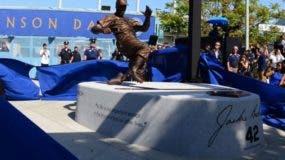 Estatua de Jackie Robinson en el estadio de los Dodgers.
