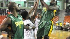 Jugadores de San Carlos durante un partido en el torneo.