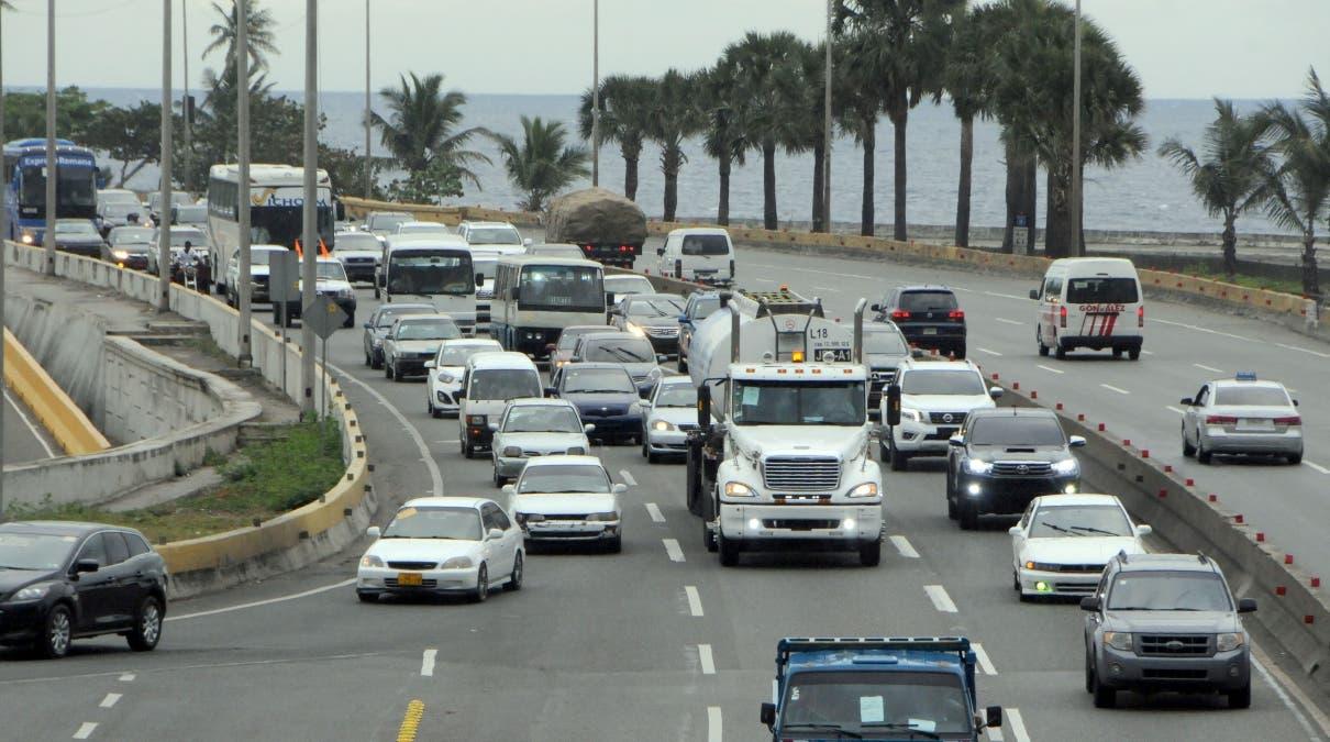 Los transportistas organizados en Fenatrano han anunciado paros sorpresas en demanda de que el Gobierno baje los precios de los combustibles.        La Autoridad Metropolitana de Transporte (Amet) realizó ayer el tradicional carreteo.