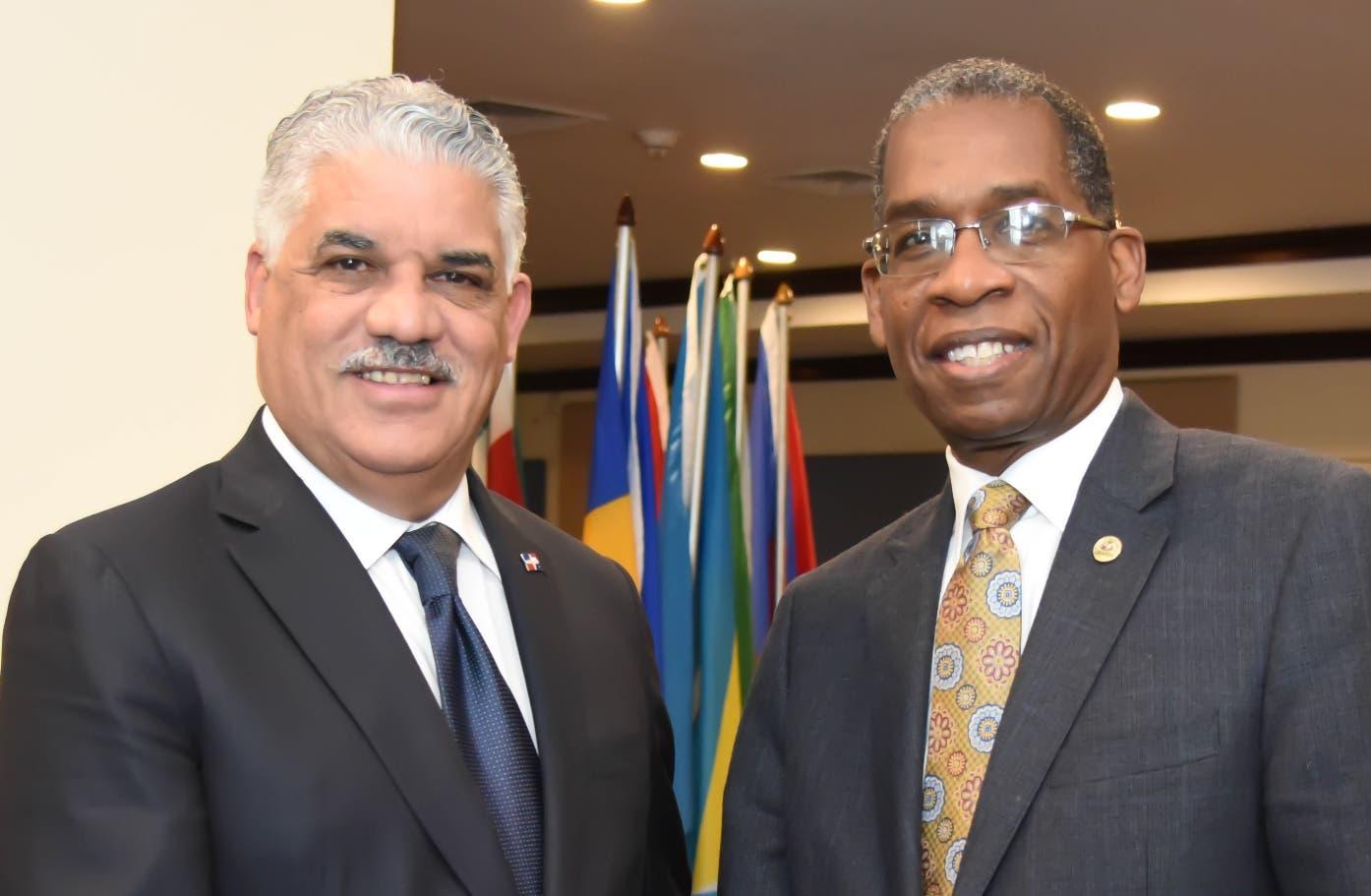 El canciller Miguel Vargas y su homólogo Antonio Rodrigue.