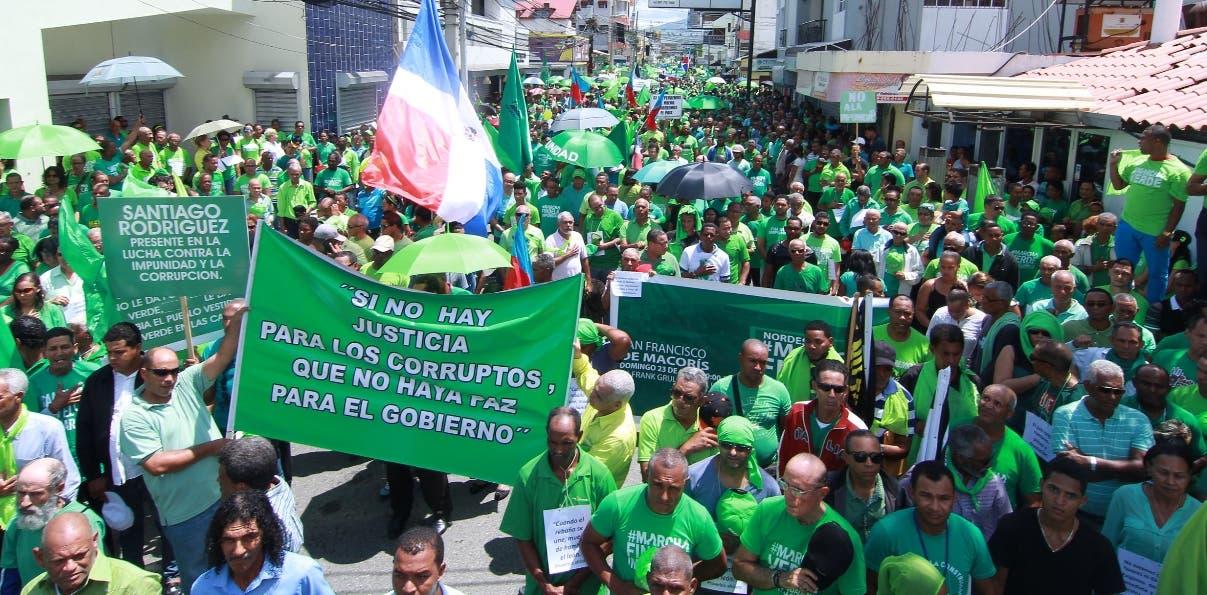 Manifestantes abarrotaron las calles durante todo el recorrido de la marcha verde.