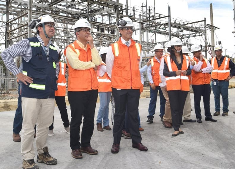Representantes de las compañías en el proyecto energético.
