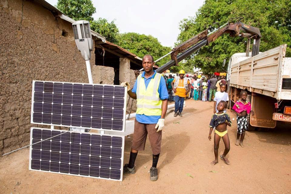 El proyecto de Akon busca suministrar energía a unos 600 millones de personas en varios países africanos.