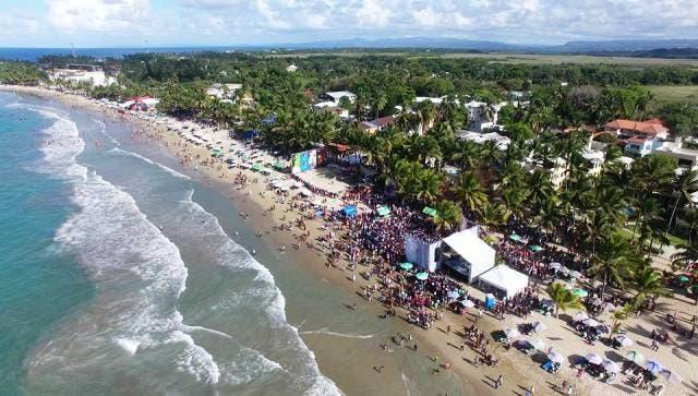 Bañistas abarrotan playas y balnearios de Puerto Plata este domingo