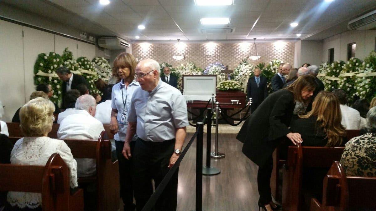 Los restos de Molina Morillo son velados en la Funeraria Blandino.