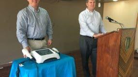 Los doctores Chris Ramsey y Lonnie Smith durante el taller ofrecido por Rehabilitación.