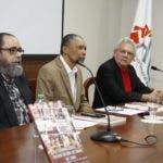 Gerardo Sepúlveda, autor, Aqules Castro, prologuista de la obra y Daniel García, encargado de Ediciones y Publicaciones del AGN.