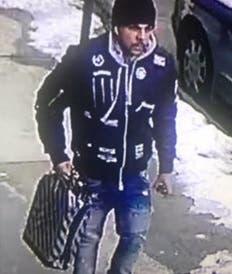 El presunto ladrón fue captado por unas cámaras de seguridad del lugar.