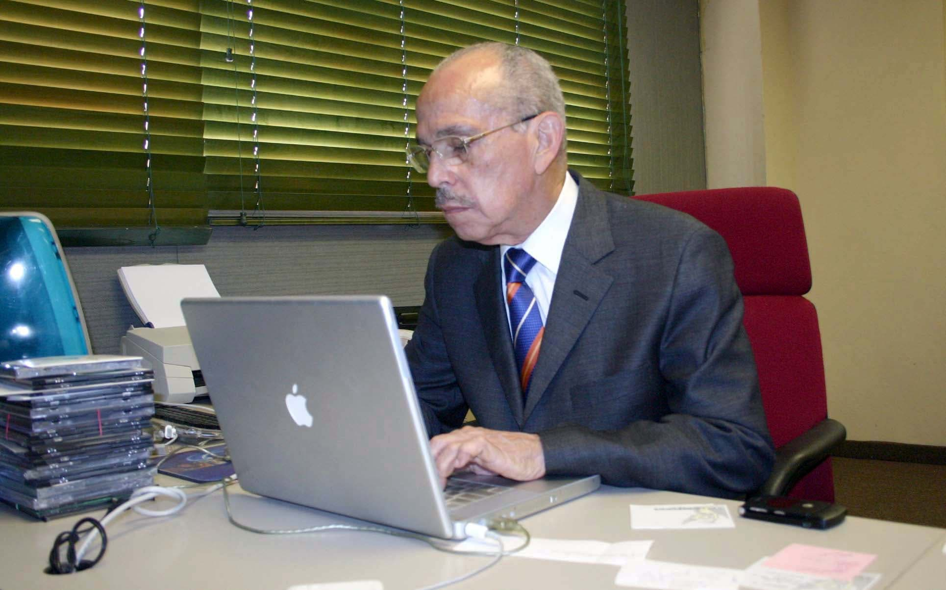 El doctor Molina Morillo fue un periodista que además de cumplir el deber de informar y orientar al pueblo,  procuró  la hondura y la trascendencia con  textos que van más allá de las páginas de los diarios.