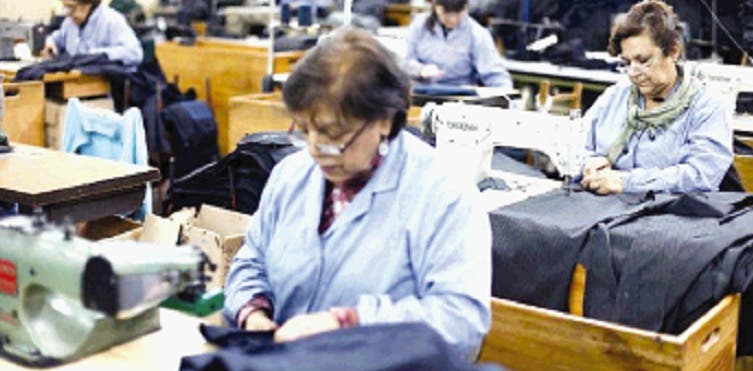 Las organizaciones empresariales insisten que las medidas provocarán el despido de trabajadores.