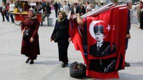 El CHP, así como el partido prokurdo HDP, criticaron duramente una decisión tomada por el YSK de aceptar como válidas las papeletas no marcadas con el sello oficial de las autoridades electorales.