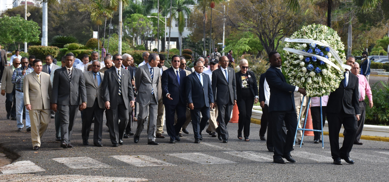 Autoridades de la UASD rindieron homenaje a los constitucionalistas que lucharon contra la invasión norteamericana de 1965.